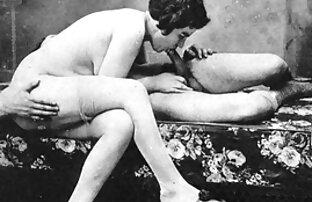 یک مرد به نظر می فیلم سینمایی پورن رایگان رسد زیر دامن کوتاه