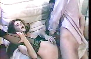 یک دانلود رایگان فیلم سکسی 2018 جوجه در یک کرست و چکمه های قرمز بیهوده تلاش می کند تا از دستبند خارج شود