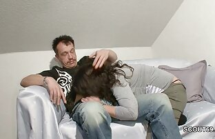 یک مرد fucks در مقعد باریک و او را نشان می دهد یک سوراخ بزرگ دانلودرایگان فیلمسکسی در الاغ او