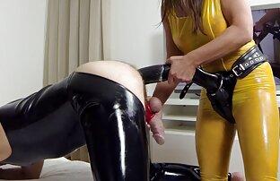 ماری در جوراب ساق بلند سیاه دانلود رایگان فیلم سینمایی پورن و سفید به طرز ماهرانه ای پرشهای clit او