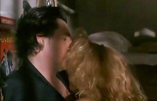 یک جمعیت از مردان fucks در یک دختر دارای موی سرخ دانلود رایگان فیلم های سکسی با لینک مستقیم و cums در چهره او
