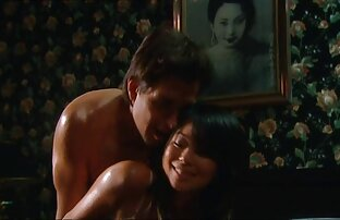 Pizdoliz دانلود فیلم نیمه سکسی رایگان licks بیدمشک جین نشسته بر روی صورت